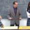 教室で先生が生徒2人とH